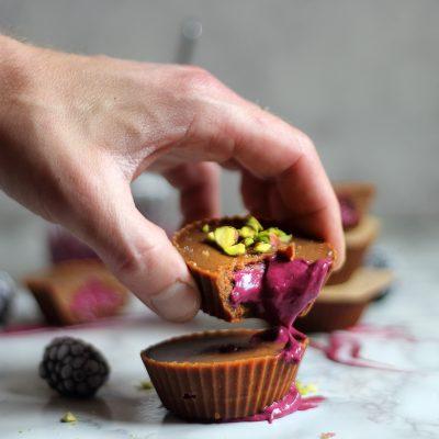 Almond and Blackberry Fudge Cupcakes